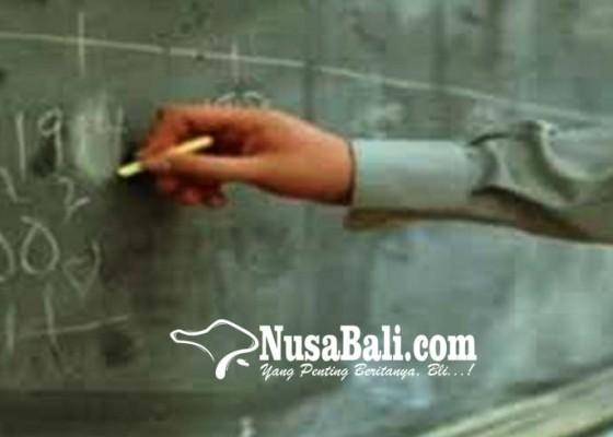 Nusabali.com - seorang-guru-agama-islam-di-karangasem-h-suhaini-sag-mengajar-di-enam-sekolah