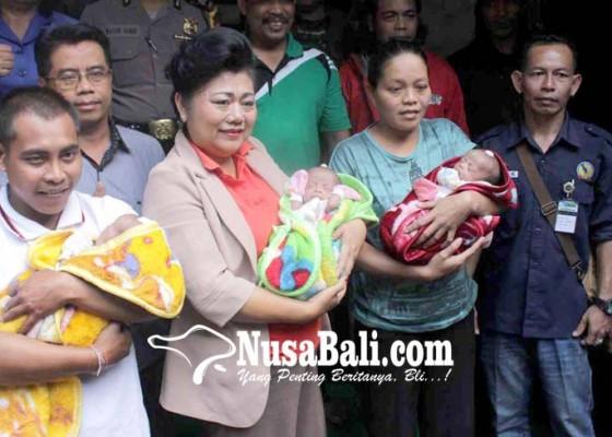 Nusabali.com - mas-sumatri-tambah-nama-bayi-kembar-3