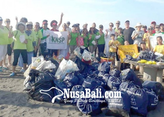 Nusabali.com - konjen-australia-peduli-sampah-laut-di-bali