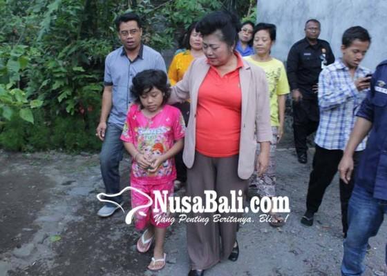 Nusabali.com - tak-bisa-melihat-kemarin-dijenguk-bupati-karangasem