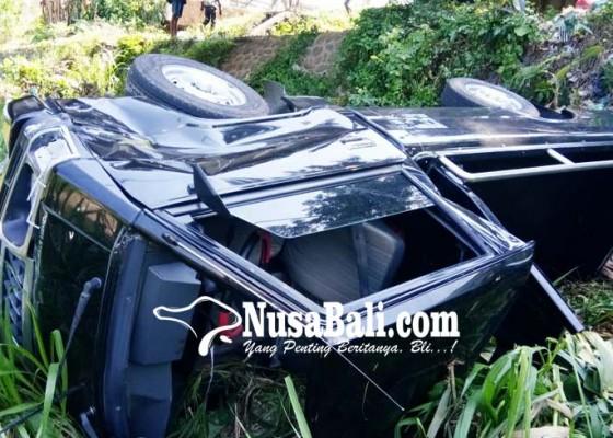Nusabali.com - pick-up-terjun-ke-sungai-3-orang-luka