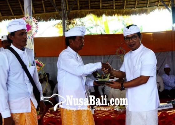 Nusabali.com - sekda-adi-arnawa-hadiri-karya-tawur-di-pura-dalem-kekeran
