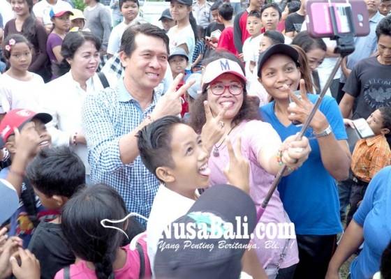 Nusabali.com - jalan-santai-relawan-suwasta-disambut-antusias