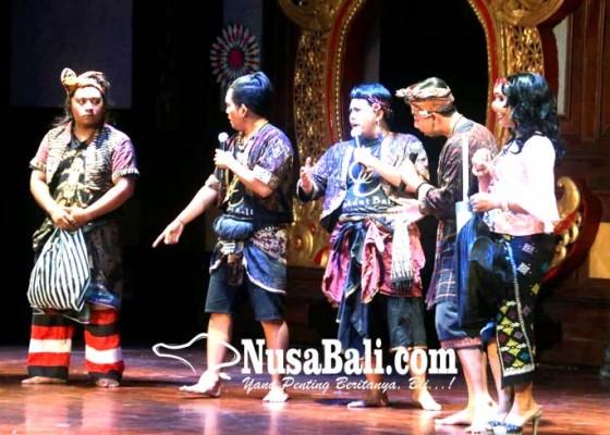 Nusabali.com - sepi-penonton-sanggar-sekdut-bali-tetap-menghibur