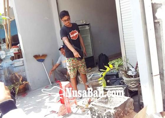 Nusabali.com - diduga-depresi-mahasiswa-rusak-palinggih