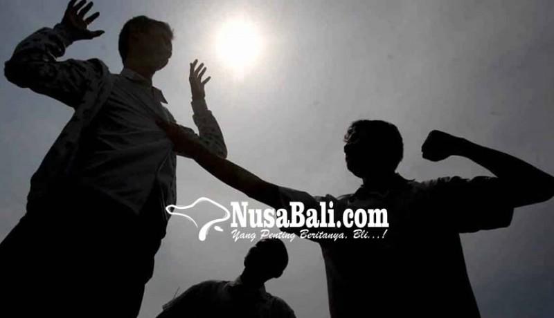 www.nusabali.com-pria-diduga-mabuk-ngamuk-5-remaja-dipukul