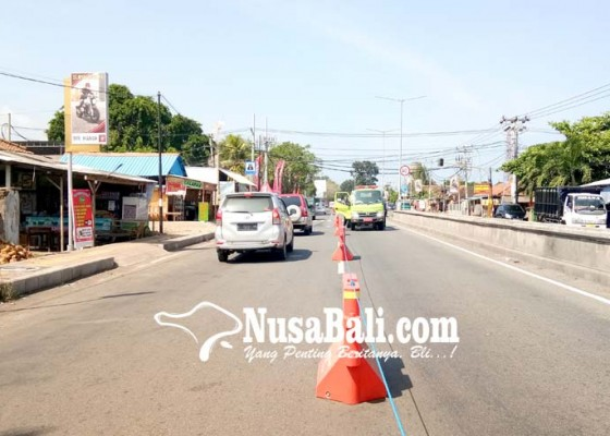 Nusabali.com - jalur-mudik-di-gilimanuk-mulai-dipasang-water-barrier