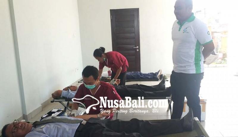 www.nusabali.com-bank-bpd-bali-cabang-negara-peduli-kemanusiaan-dengan-donor-darah