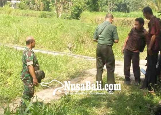 Nusabali.com - perbekel-dan-danramil-survei-jalan-rusak