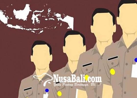 Nusabali.com - gaji-ke-14-picu-warga-lamar-cpns
