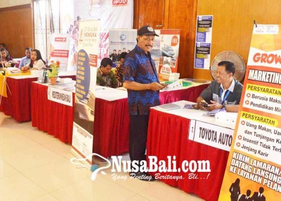 Nusabali.com - job-fair-sasar-lulusan-segar