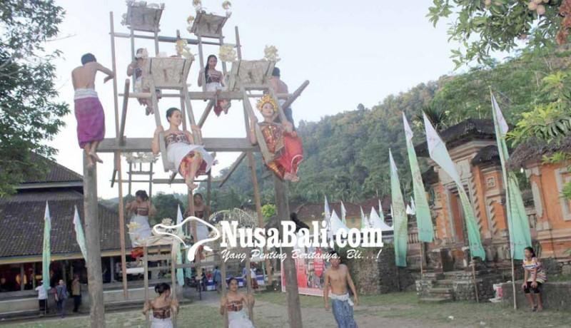 www.nusabali.com-ritual-ngestiti-tenganan-pagringsingan