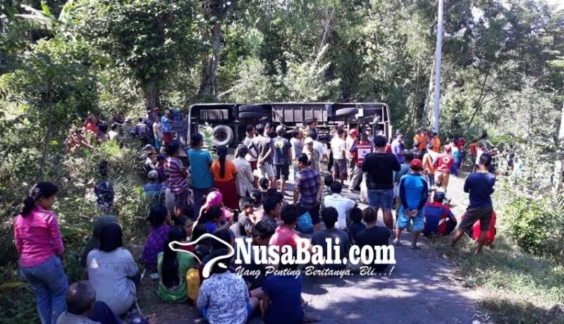www.nusabali.com-bus-terguling-26-pamedek-terluka