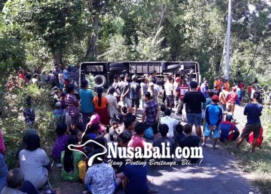Nusabali.com - bus-terguling-26-pamedek-terluka