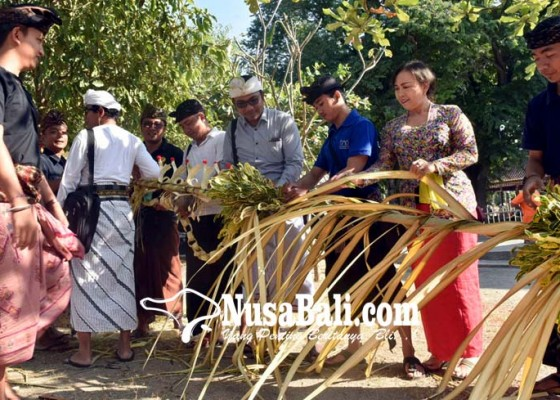 Nusabali.com - pamedek-masih-membludak-tangkil-saat-kuningan