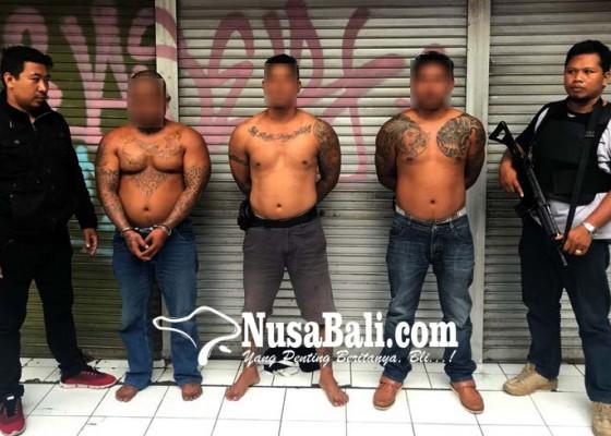 Nusabali.com - senggolan-saat-dugem-polisi-dihajar-ormas