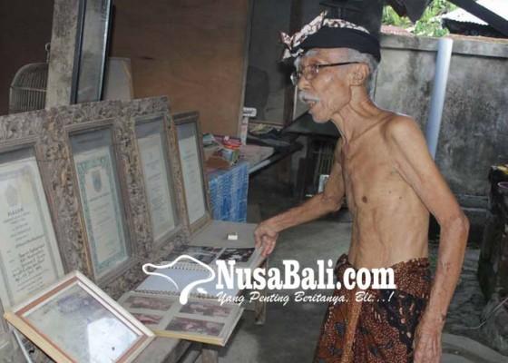 Nusabali.com - lontar-karya-wayan-mudita-dikoleksi-tiga-kepala-negara
