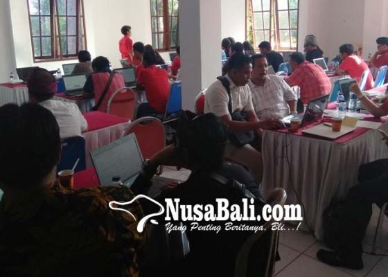 Nusabali.com - bacaleg-pdip-badung-ikuti-tes-online