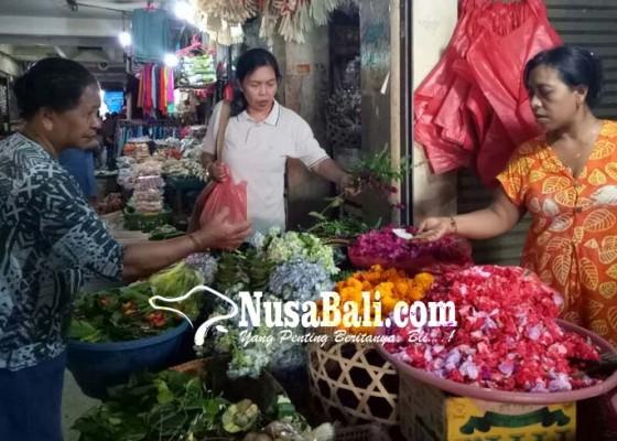 Nusabali.com - jelang-hari-raya-kuningan-harga-bunga-pacah-meroket