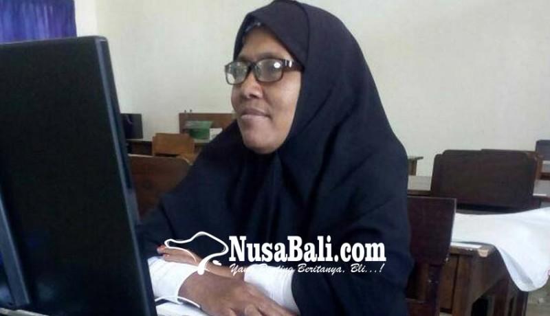 www.nusabali.com-14-tahun-mengajar-di-4-sekolah-tanpa-imbalan