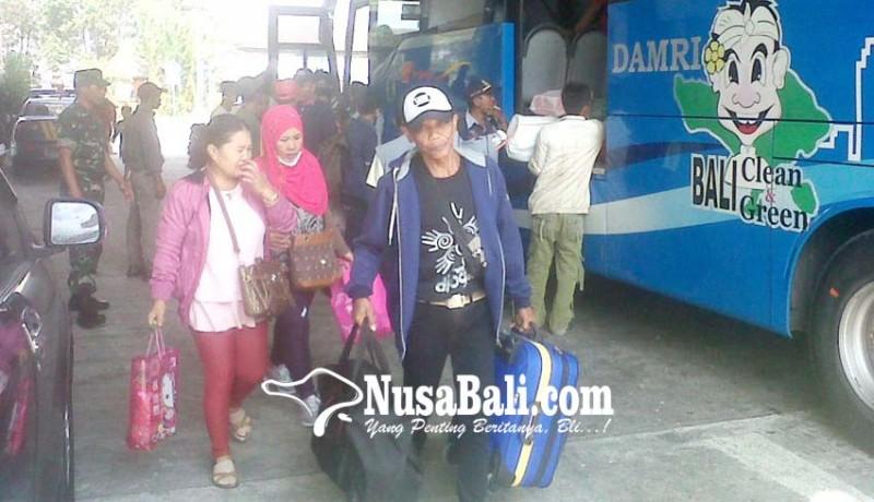 www.nusabali.com-terminal-mengwi-semakin-diserbu-pemudik