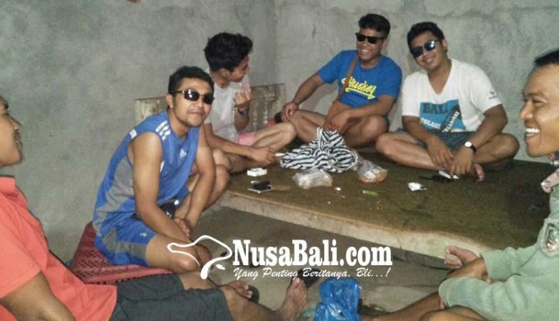 www.nusabali.com-belasan-warga-patas-sakit-mata