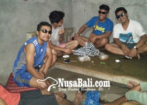 Nusabali.com - belasan-warga-patas-sakit-mata
