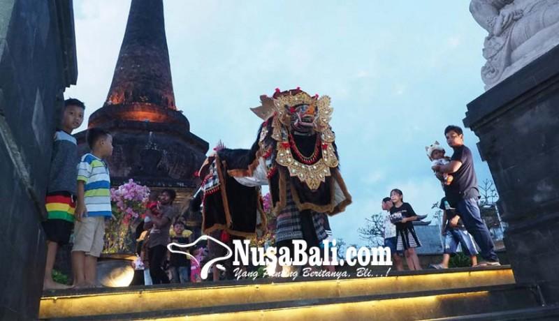 www.nusabali.com-ngalawang-manfaatkan-keramaian-obyek-wisata