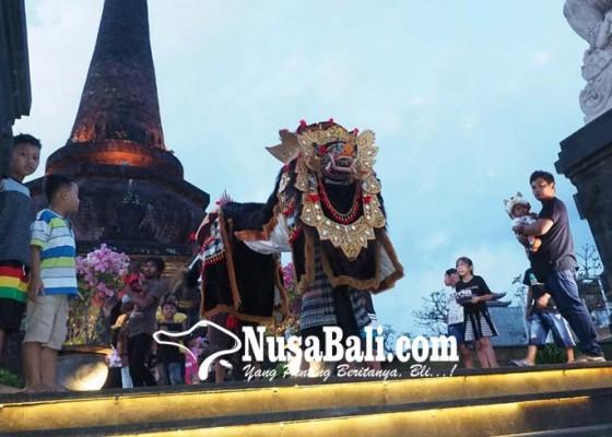 Nusabali.com - ngalawang-manfaatkan-keramaian-obyek-wisata