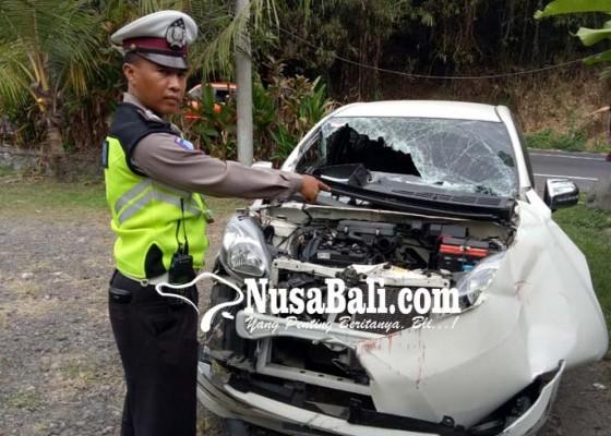 Nusabali.com - tak-kuat-nanjak-truk-tabrak-dua-mobil