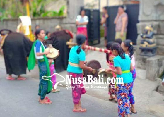 Nusabali.com - anak-perempuan-ngelawang-hasilnya-disumbangkan