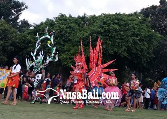 Nusabali.com - fesyen-daur-ulang-dengungkan-bebas-sampah-plastik