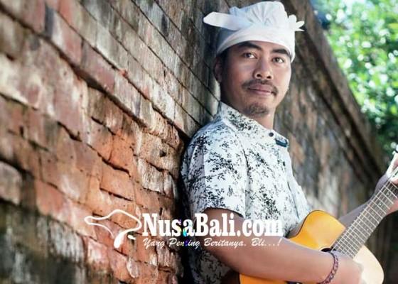 Nusabali.com - tu-edi-renon-rilis-single-itu-kamu