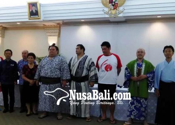 Nusabali.com - dua-pesumo-meriahkan-hut-diplomatik-jepang-indonesia