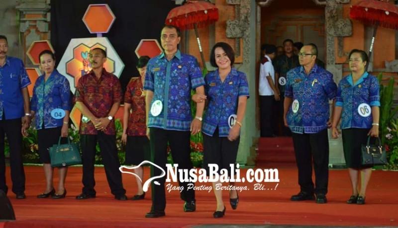 www.nusabali.com-guru-jadi-model-di-fashion-show