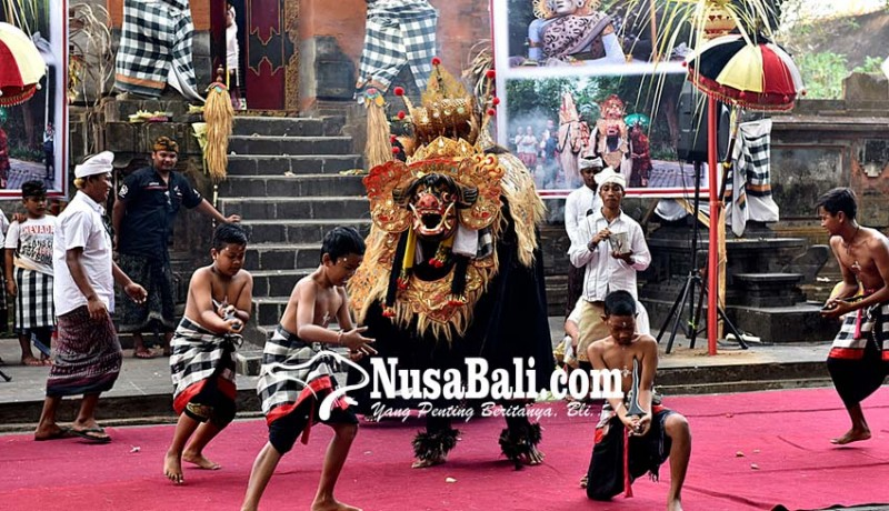 www.nusabali.com-ngurek-warnai-parade-ngelawang-di-jaba-pura-jagatnatha