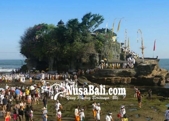 Nusabali.com - pujawali-di-pura-tanah-lot-bius-wisatawan