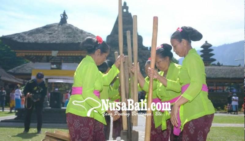 www.nusabali.com-tradisi-ngoncang-meriahkan-pra-festival-ulun-danu-beratan