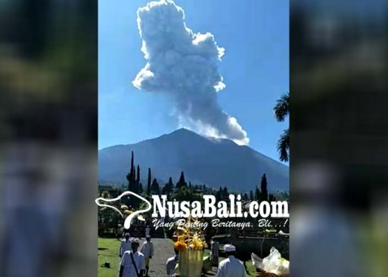 Nusabali.com - pamedek-abadikan-erupsi-gunung-agung