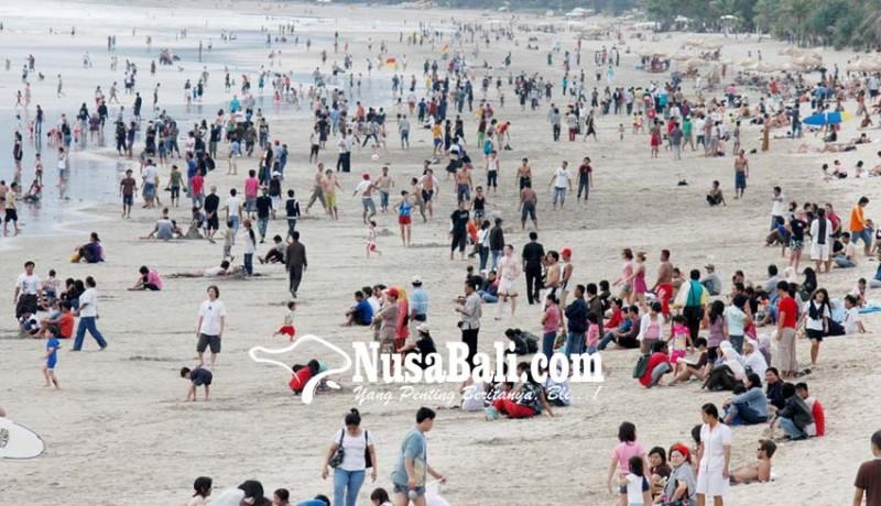 www.nusabali.com-objek-wisata-pantai-kuta-diserbu-wisdom