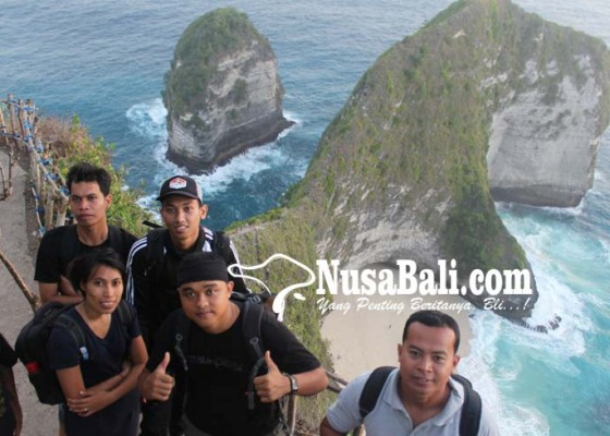Nusabali.com - wisatawan-ke-nusa-penida-membludak