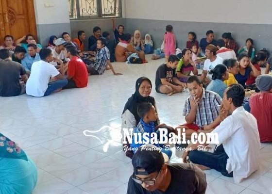 Nusabali.com - 25-narapidana-rutan-negara-terima-remisi-idul-fitri
