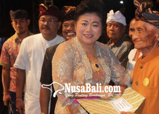 Nusabali.com - sembilan-seniman-tua-terima-penghargaan