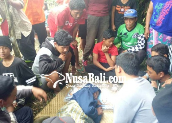 Nusabali.com - saat-akan-dibawa-pulang-empat-keluarganya-kerauhan
