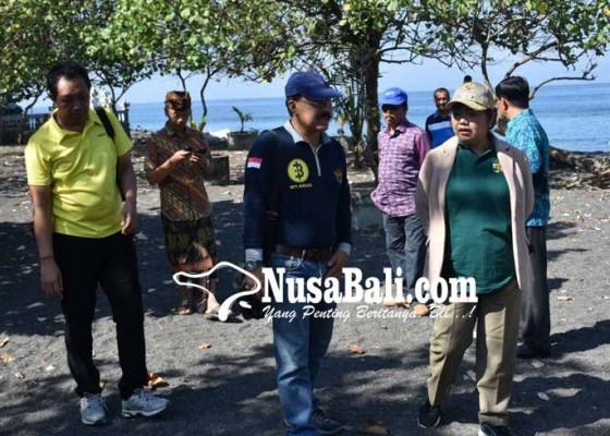 Nusabali.com - aset-pemkab-di-pantai-buitan-terbengkalai