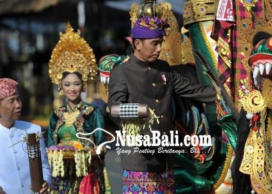 Nusabali.com - mobil-hias-presiden-jokowi-usung-konsep-bale-bengong
