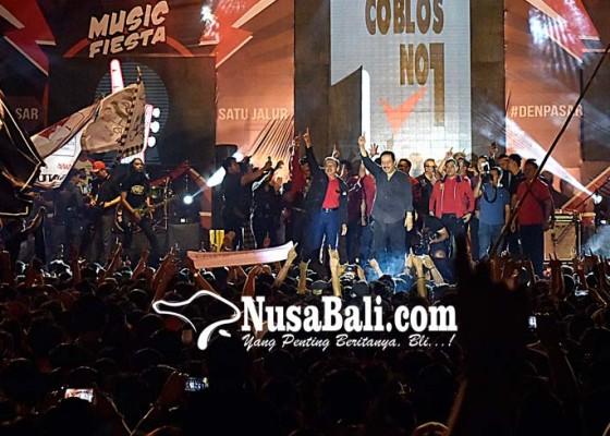 Nusabali.com - konser-satu-jalur-lapangan-lumintang-jadi-lautan-manusia
