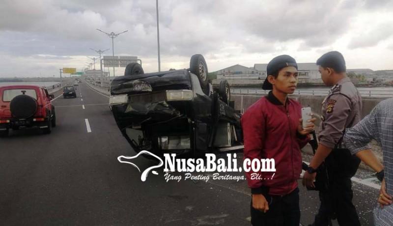www.nusabali.com-lagi-kendaraan-terbalik-di-tol-bali-mandara