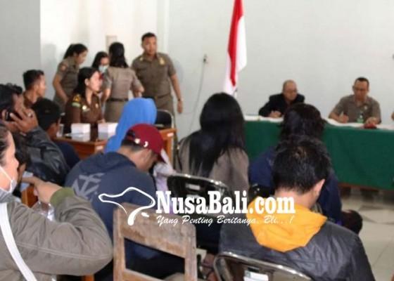 Nusabali.com - tak-bawa-identitas-penumpang-bus-di-terminal-mengwi-kena-tipiring