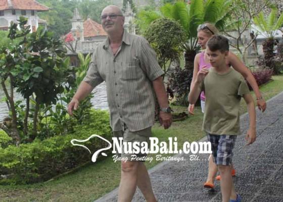Nusabali.com - terbangkan-drone-di-taman-ujung-kena-rp-500-ribu